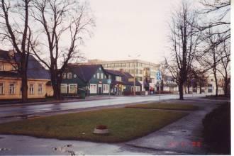 Rapla Tarbijate Ühistu kauplusehooned Tallinna maanteel, november 2000