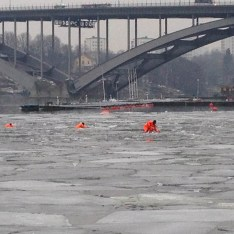 We saw a number of first-responder types running some sort of exercise among the ice flows in the water. I don't care what you're wearing, that's gotta be cold!