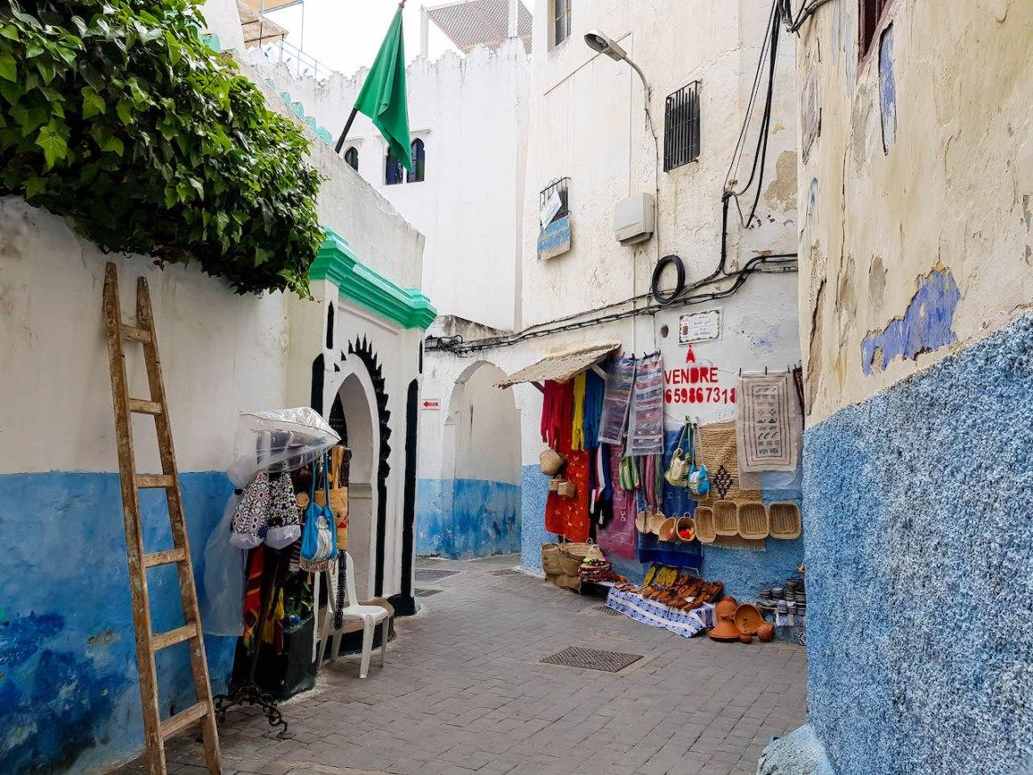 Straat in de Kasbah van Tanger.