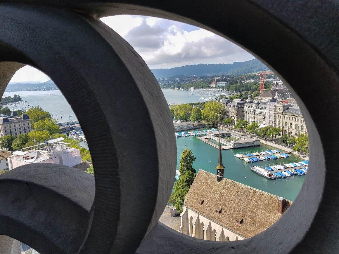 360 graden uitzicht over Zürich vanaf de Grossmünster.