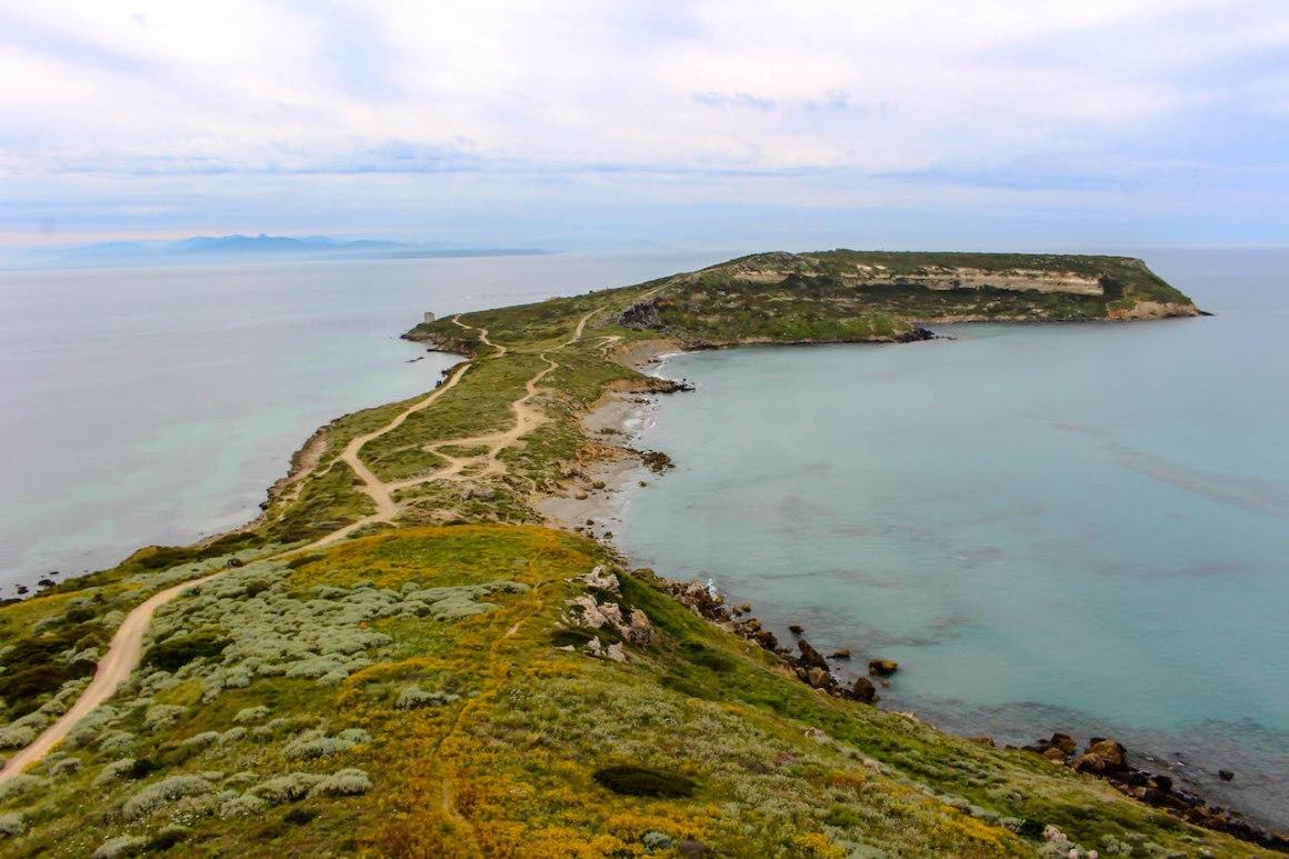 De site van Tharros op het schiereiland Sinis.