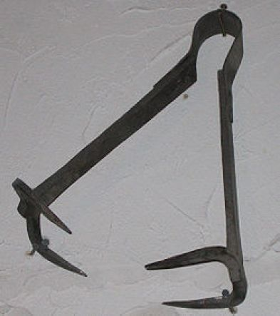 """""""The Biter"""" is thought to be similar in design o this""""Breast Ripper"""", displayedin a torture museum inBaden-Württemberg, Germany. (Wikimedia Commons: Flominator)"""