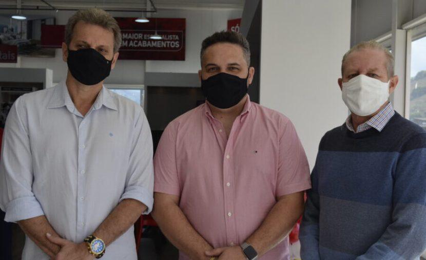 O empresário Sadi Lucca, o empresários Lucas Ladislau e José Maria Facundes, presidente do Sindcomércio Vale do Aço - Foto Emmanuel Franco (2)