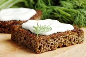 Bohnen Mandelaufstrich Brot