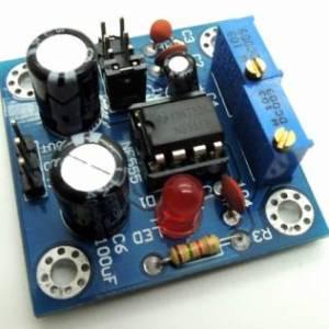 Il modulo impulsi NE555 aggiorna la frequenza del ciclo di lavoro del modulo LM358 regolabile