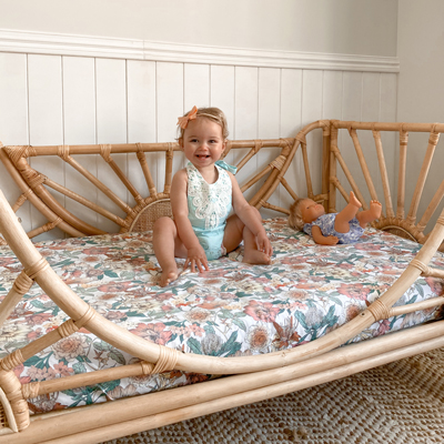 Sunrise_toddler_bed_with_child_400x400