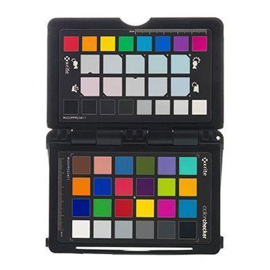 Foto de una carta de colores utilizada para realizar una correcta gestión del color en la fotografía para ecommerce