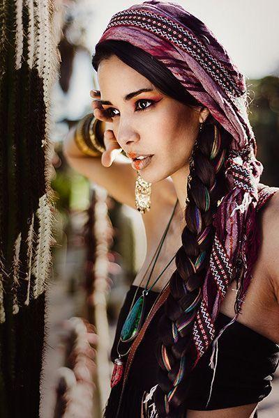 Maquillaje y peluquería para una sesión fotográfica de moda etnica.