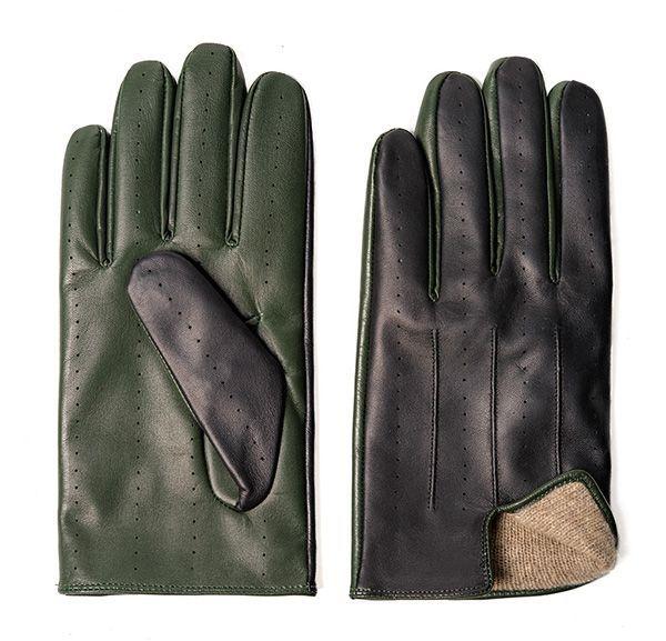 Fotografía de producto para ecommerce de unos guantes sobre fondo blanco puro