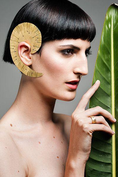 Fotografía realizada para la colección Ninfa de Valentina Falchi Artístic Jewelry, la modelo puede que no encaje con los cánones de belleza estándar, pero tiene la belleza que necesita una colección de joyería artística inspirada en las ninfas de bosque.