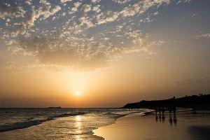 Fotografía de un atardecer mágico en la Playa de la Barrosa