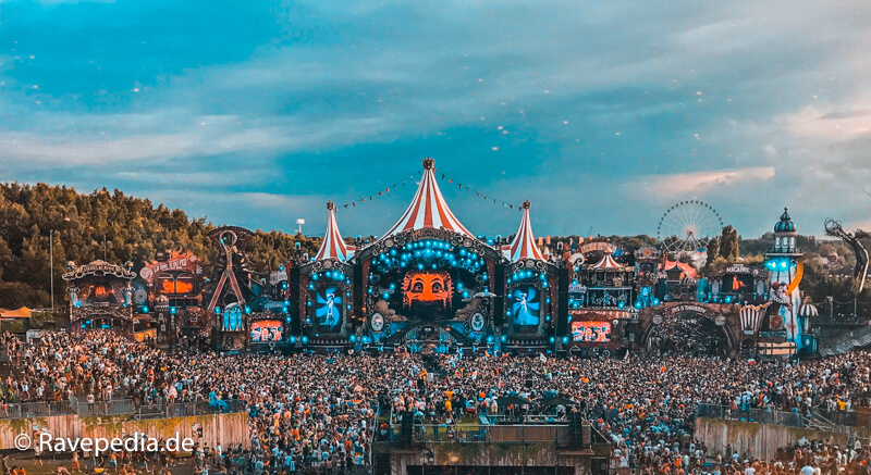 MainStage Tomorrowland, Mainstage Tomorrowland 2017, Amicorum Spectaculum, Crowd, Lichtershow, Feuerwerk, Riesenrad, Tomorrowland Guide, Tomorrowland Guide 2018, Tomorrowland 2018, Tomorrowland Infos, Tomorrowland Tipps, Tomorrowland Tricks, Dreamville Tipps, Dreamville Tricks, Dreamville Info, Dreamville Guide,