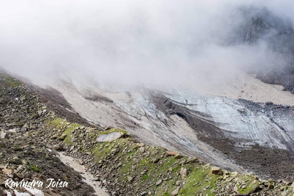 On the way near Hampta Pass to the right. Photo: Ravindra Joisa