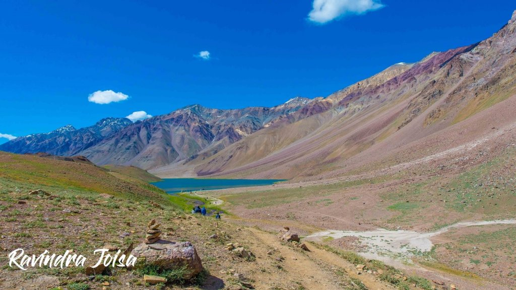 Final hike from the parking area to the Chandra Taal Lake, the first glimpse