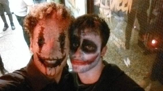 Ein Joker (Das lustigste: Er wusste nicht mal wer der Joker ist haha)