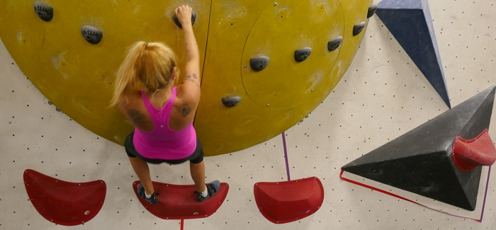 Raymi goes bouldering at Hub Climbing