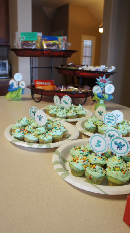diy hulk superhero party cupcake toppers