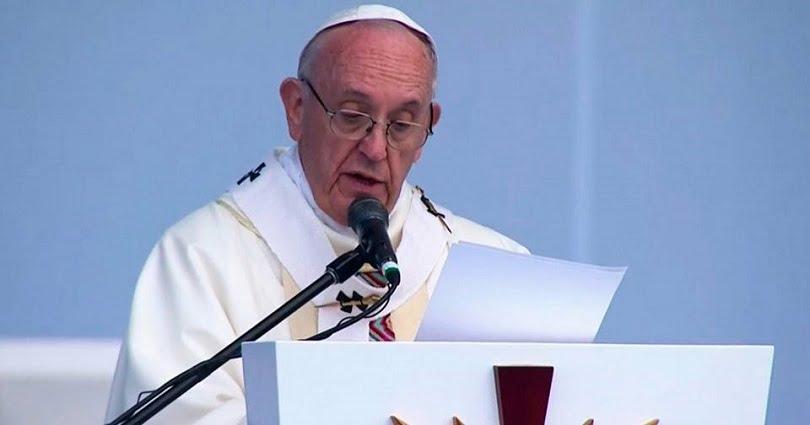 """""""Remen mar adentro, donde el riesgo es compartido con Cristo. ¡No tengan miedo!"""", también dijo el Papa durante la homilía / Foto tomada de FB El Papa en Colombia."""