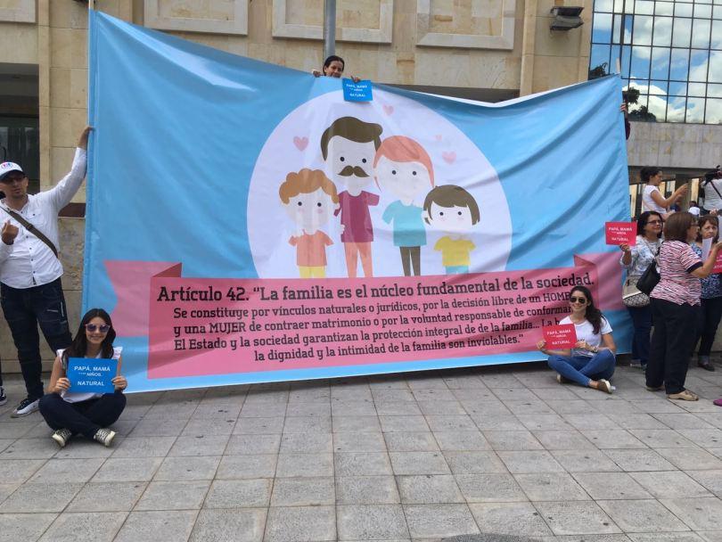 En el plantón participaron católicos de diferentes movimientos laicales y parroquias, así como cristianos protestantes que van a la misma iglesia de la diputada Ángela Hernández / Cortesía.