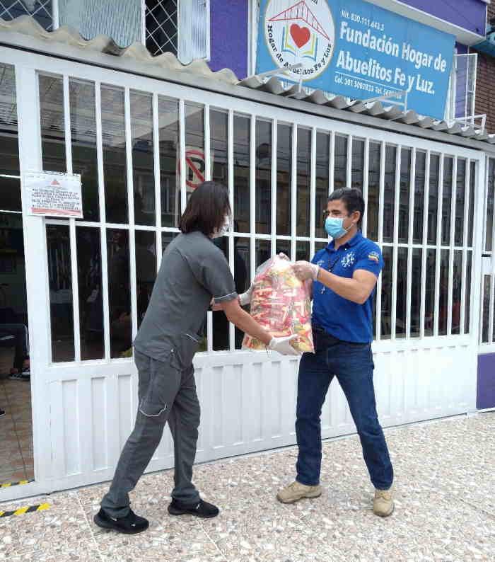 Amigos Misión Colombia entrega donaciones a hogar que atiende abuelitos
