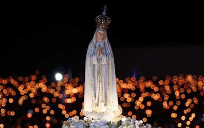 Fátima procesión con la imagen de la Virgen