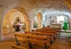 Interior de un templo rupestre y arte románico en la Provincia de Campoo Cantabria España
