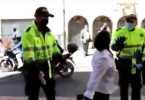 Mujer se pone histérica cuando es requerida por no llevar tapabocas