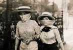 Pandemia hace 100 años Mujeres en la calle