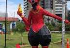 El diablo motivo del alumbrado navideno en Medellin