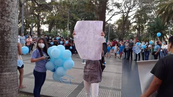 Cartel en pro de la pureza y la castidad en la marcha por la Plaza 24 de Septiembre