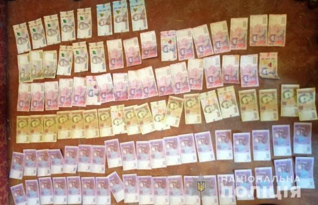 Под Полтавой две старушки организовали наркобизнес: накопили в банке больше полумиллиона