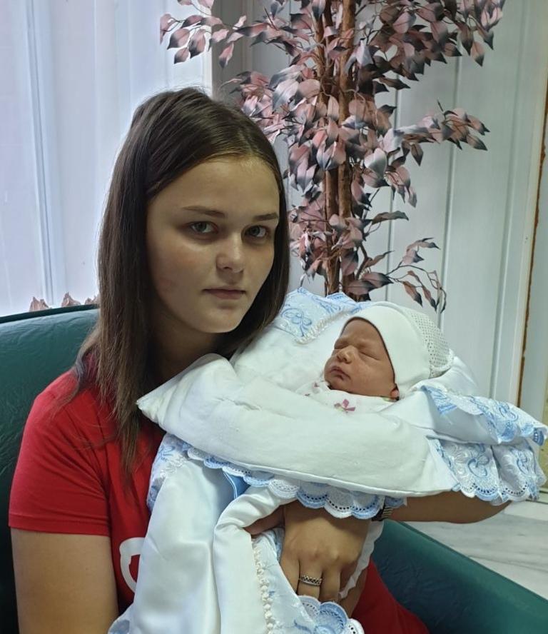 Под Киевом 16-летняя девушка исчезла после прогулки с младенцем: родные в отчаянии