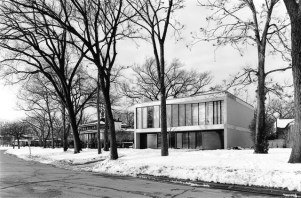"""Among the homes highlighted in """"Modern in the Middle"""" is the Ruth Nelson and Robert J. Freeark House, Riverside, by John Vinci. (Photo courtesy Bob Thall)"""