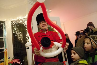 Tommy Twister crowned a youngster with a balloon hat during the Riverside Holiday Stroll Friday. (David Pierini/staff photographer)
