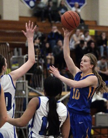 The Lions' Vicki Swift shots a runner against several RBHS defenders. (Photo by Kevin Tanaka)