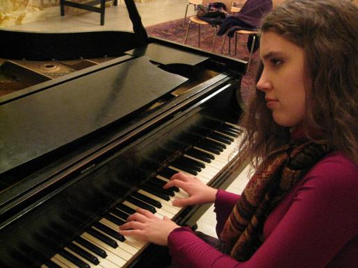 Piano jazz with Lara Driscoll