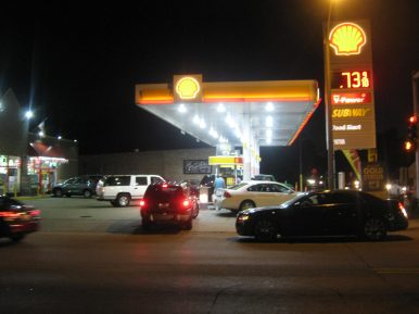 Gas prices below a gallon jammed the intersection of 31st Street and Maple Avenue in Brookfield with motorists seeking bargains on July 15. (Photo courtesy of Steven Lifka)