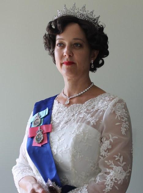 Leslie Goddard as Queen Elizabeth II