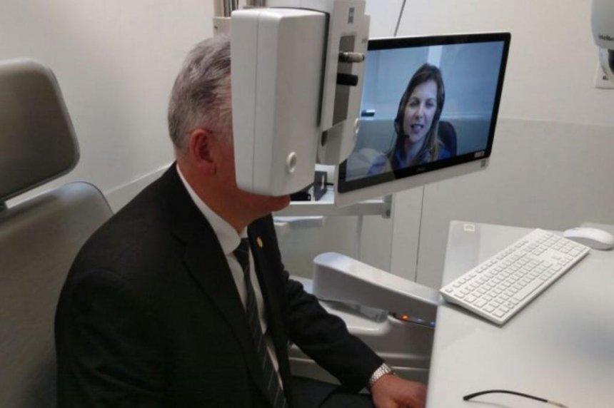 Santiago oferecerá consulta por telefone com oftalmologista