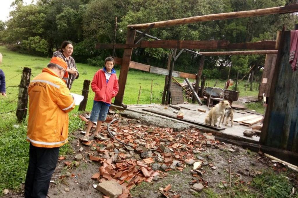 Chuva deixou 15 casas destruídas no interior de Santa Maria