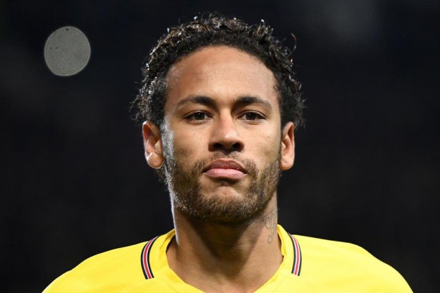 Paris Saint-Germains Brazilian forward Neymar looks on during the French League Cup football semi-final match between Rennes and Paris Saint-Germain at the Roazhon Park stadium in Rennes on January 30, 2018. / AFP PHOTO / DAMIEN MEYER