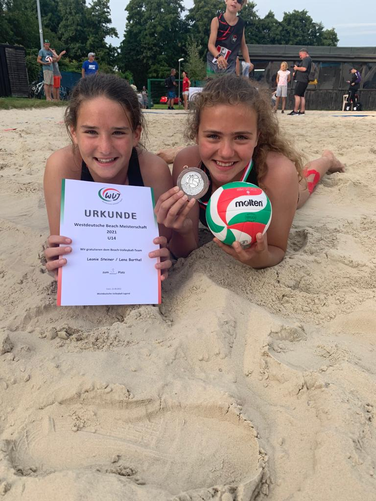 Nochmal Bronze für Sorpeseemädchen: Das u14-Duo Lena Barthel/Leonie Steiner erfolgreich bei der Beachvolleyball-WDM
