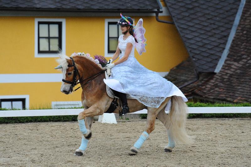 Kostümkür - Iris Dorfegger und Balu Steward