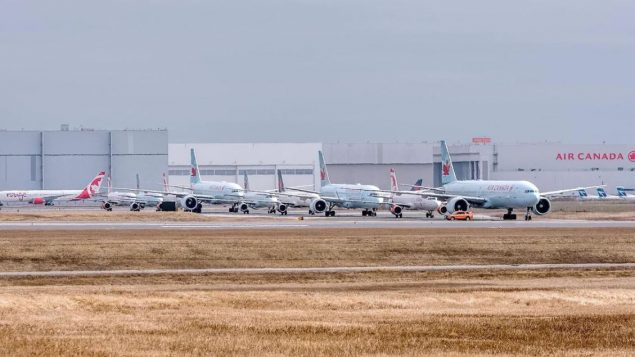 في أبريل نيسان 2019، كانت هناك 67 شركة طيران تستخدم مطار تورنتو-بيرسون. وفي الفترة نفسها من 2020، انخفض عددها إلى 16 - Photo : Courtesy Kevin G Prentice