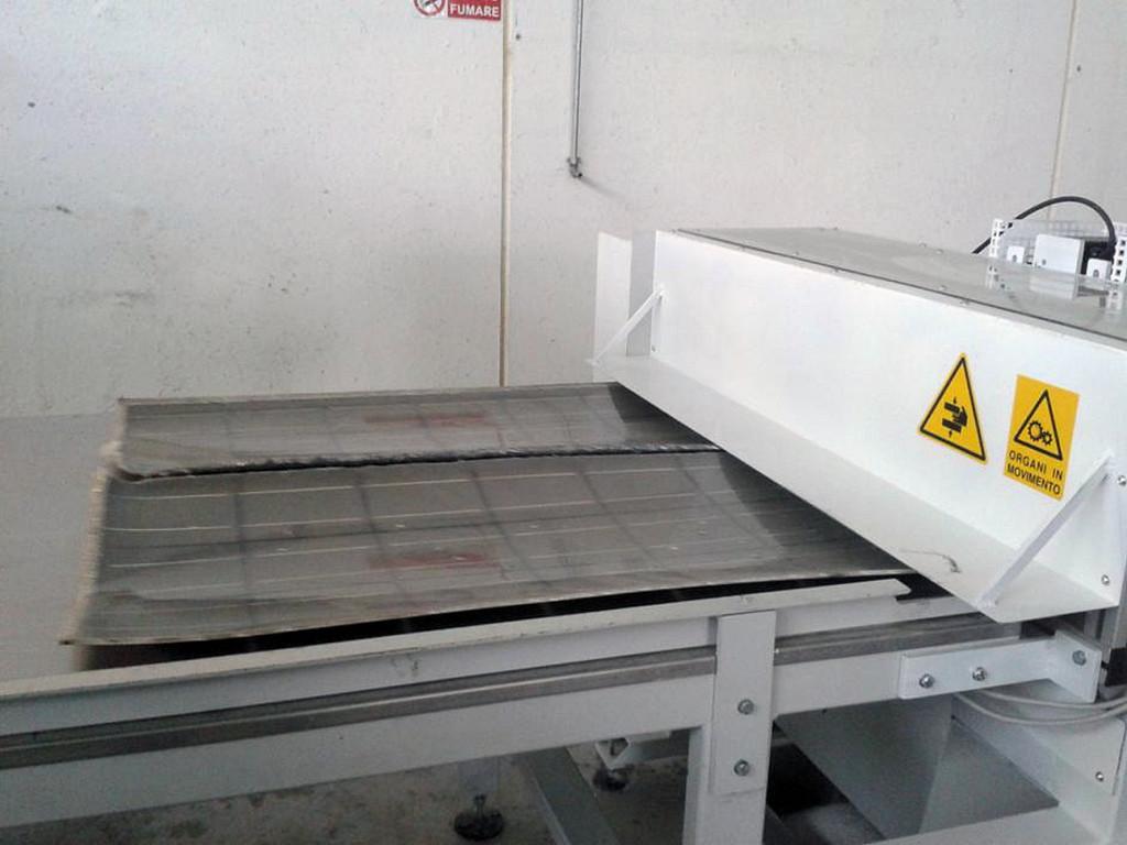 Macchina devetratrice per la separazione tra vetro e film plastico per il riciclo dei pannelli fotovoltaici