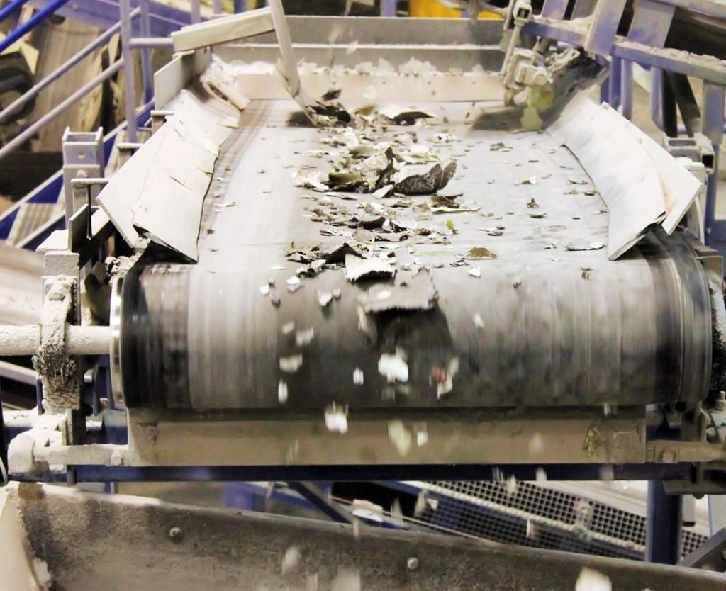 Separazione dei materiali dopo frantumazione meccanica per il riciclo dei pannelli fotovoltaici