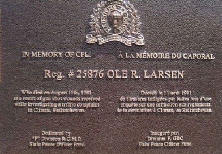 Photograph of the bronze plaque for Constable Larsen (Source of photo - RCMP Gravesite database).