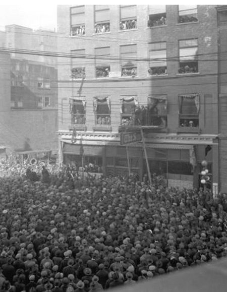 1923 - Photograph of the crowd watching Harry Houdini escaping from a straight jacket while hanging three stories in from of the Vancouver Sun newspaper building (Source of photo - City of Vancouver Archives).