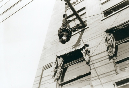 Harry Houdini upside-down in Vancouver 1923
