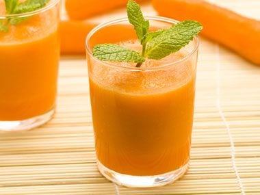 "Carrot and Mint ""Juice"" Helps an Upset Stomach"